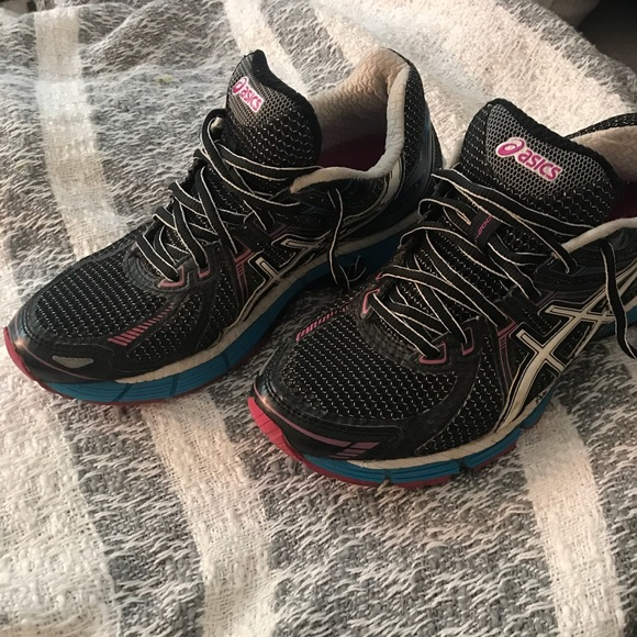 a868dae0001 Women's ASICS running shoes size 6